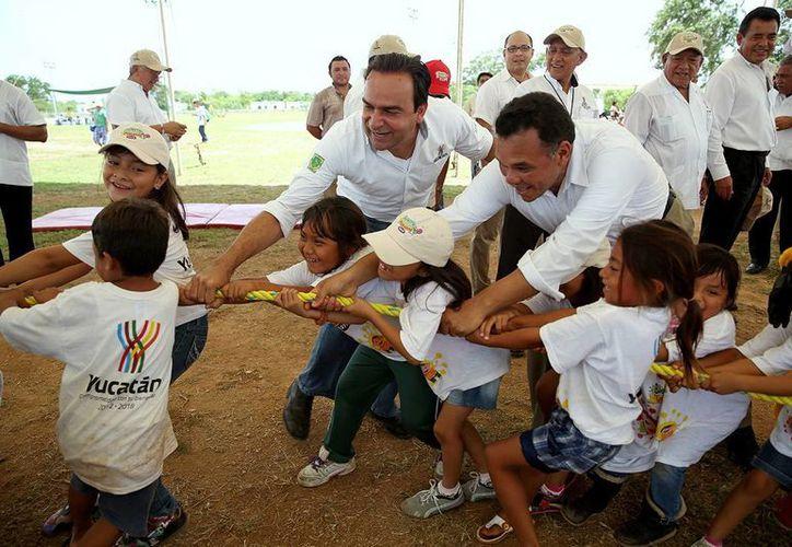 Ayer miércoles, Zapata Bello acudió a las sedes del programa  'Bienestar en Vacaciones' en el sur de Mérida. (SIPSE)