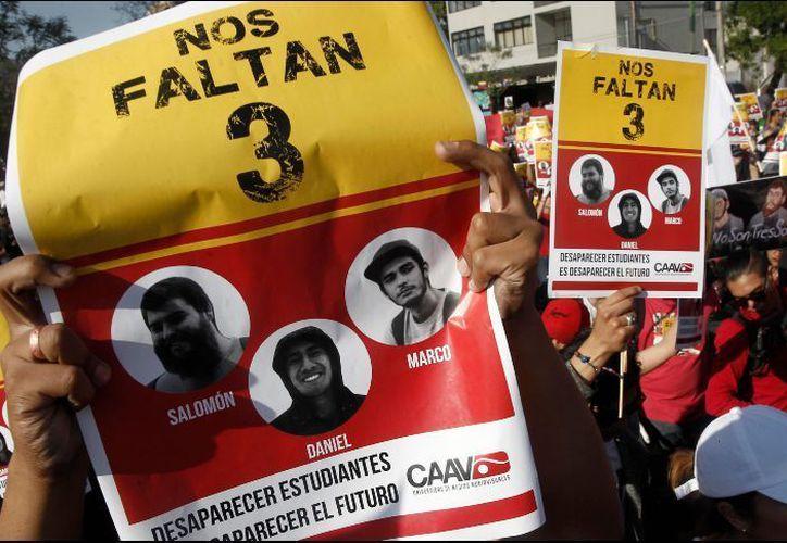 Los manifestantes afirmaron que la familia cuestionaba la validez de los peritajes. (Internet)