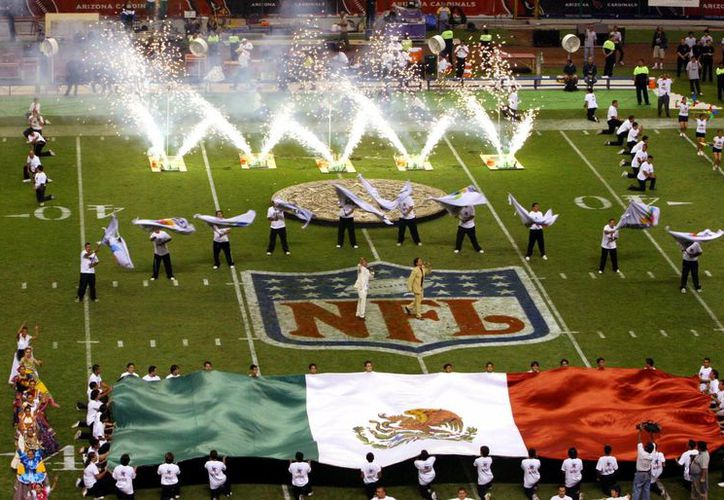 El último enfrentamiento de NFL en México fue el pasado 2 de octubre de 2005, cuando los Cardenales de Arizona enfrentaron 49ers de San Francisco. La foto pertenece al último partido de NFL en el 'Azteca'. (Marco Ugarte/AP)