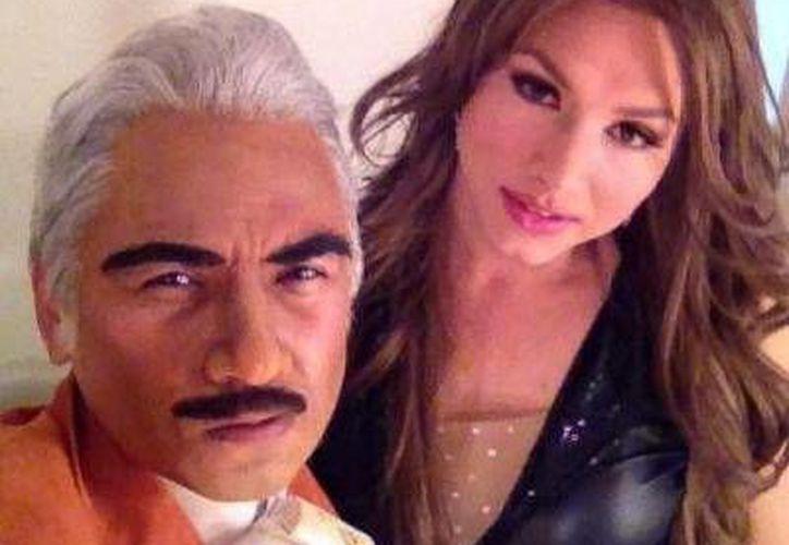 Pierre David, caracterizado como <i>Chente</i> Fernández, actuará junto a Pavel Arámbula (Thalía). (Milenio Novedades)