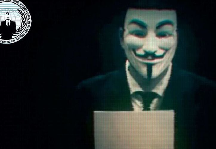 Anonymous lanzó una amenaza contra Israel: dice que atacará su espacio cibernético el próximo 7 de abril, a pocos días de la conmemoración del Día del Holocausto. La imagen es una captura de pantalla del video en el que el grupo activista amenaza a los judíos. (YouTube/rachid el yamani)