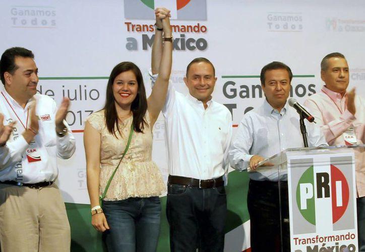 Fernando Castro Trenti (c), candidato del PRI a la gubernatura de Baja California. (Notimex)