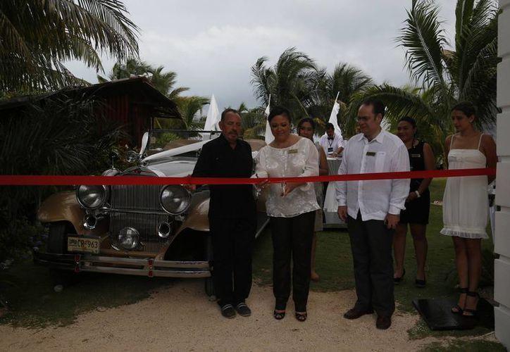 Ocean Weddings organizó ayer una exposición sobre los enlaces nupciales. (Israel Leal/SIPSE)