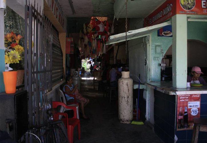 Los locatarios están dispuestos a aportar entre 13 a 14 mil pesos cada uno, para que la aportación gubernamental sea menos. (Harold Alcocer/SIPSE)