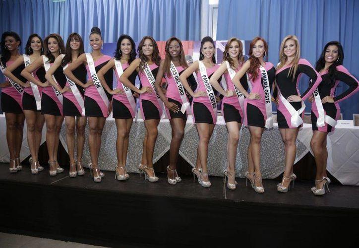 El certamen de belleza más importante en el país es Miss Panamá, de donde sale la representante para Miss Universo. Aquí las participantes del año 2013. (derumbapanama.net)