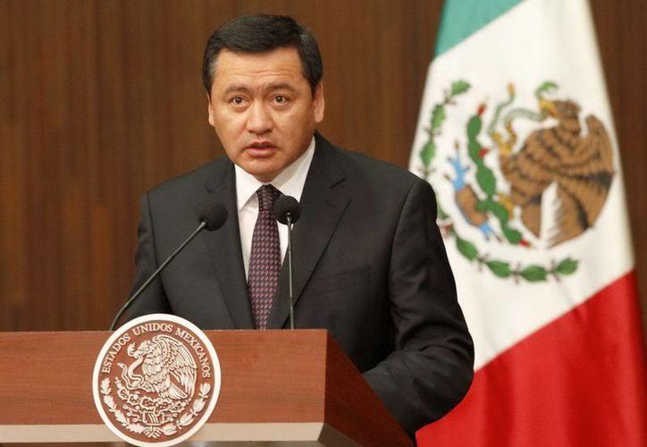 """Miguel Ángel Osorio Chong reconoció que la tarea que se realiza en esa dirección para conocer a fondo la autorización de los permisos es """"muy grande"""". (Archivo/Notimex)"""