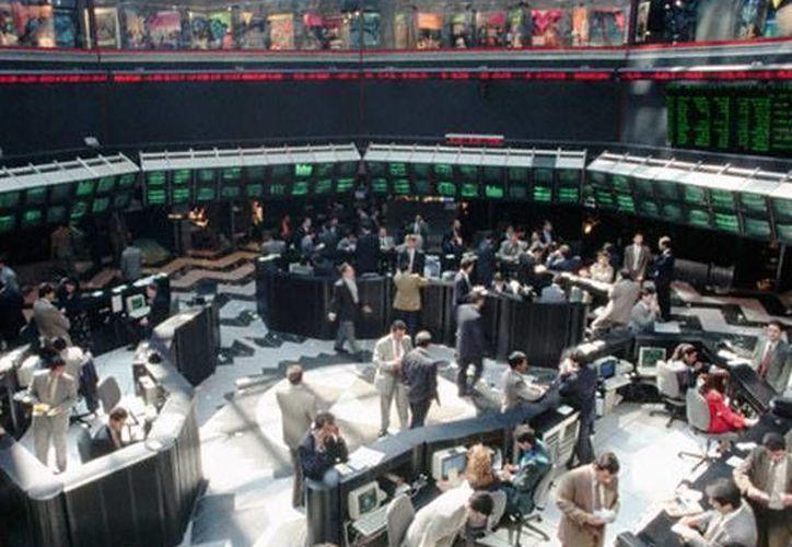 La Bolsa Mexicana de Valores cayó 2.32 por un error de una institución financiera. (Archivo/Milenio)