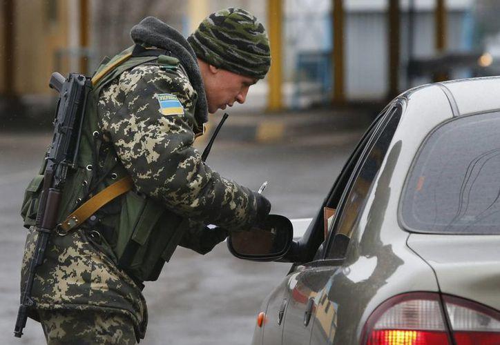 Las autoridades ucranianas no son bienvenidas en Crimea, aseguran las fuerzas leales a Rusia. (Agencias)