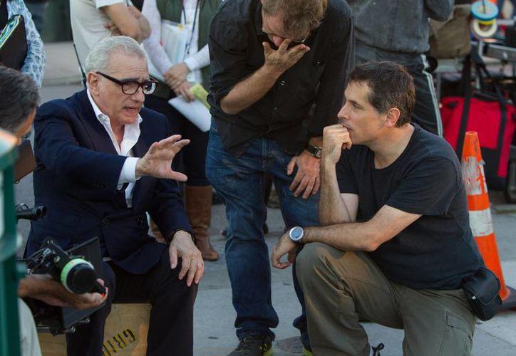 """El director de cine Martin Scorsese y Rodrigo Prieto (d) durante la filmación de """"The Wolf of Wall Street"""". (Agencias)"""