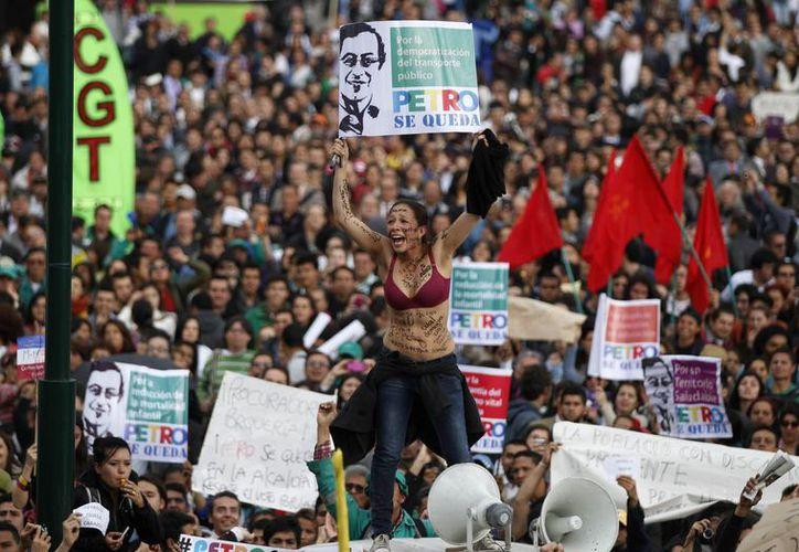 Miles de seguidores de Gustavo Petro se congfregaron en Bogotá para manifestarle su apoyo al alcalde. (Agencias)