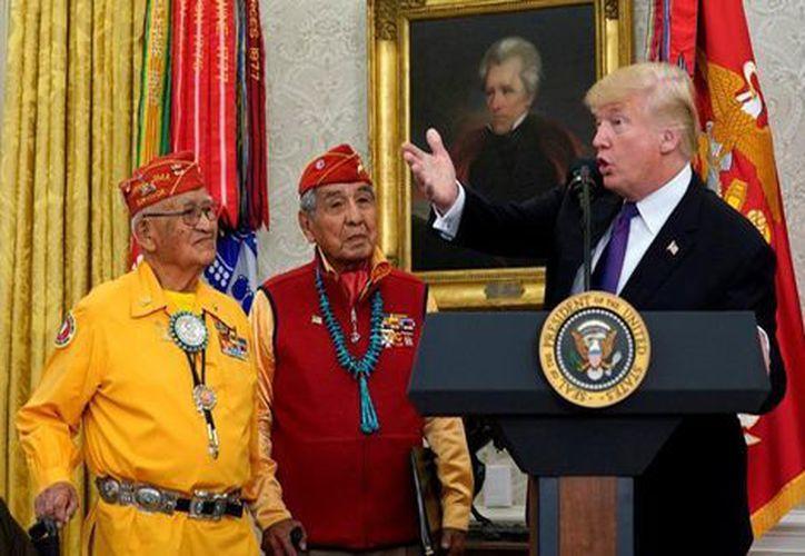 El presidente Donald Trump sostuvo este lunes un evento en la Casa Blanca para honrar a los héroes de guerra indígenas estadounidenses.  (Foto: Milenio)