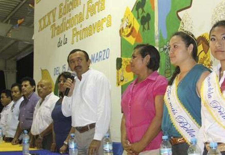 El alcalde, José Domingo Flota Castillo, brindó un emotivo mensaje de clausura. (Redacción/SIPSE)
