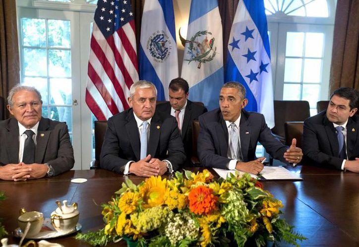 Obama y el vicepresidente Joe Biden se reunieron en la Casa Blanca con Pérez Molina, Sánchez Cerén y el presidente hondureño Juan Orlando Hernández. (AP)