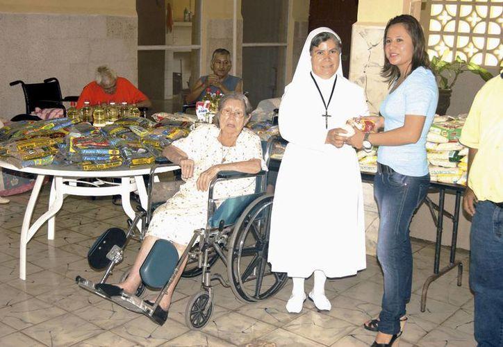 Imagen de entrega de canastas básicas a un albergue. Los adultos mayores se encuentran entre los sectores beneficiados. (Milenio Novedades)