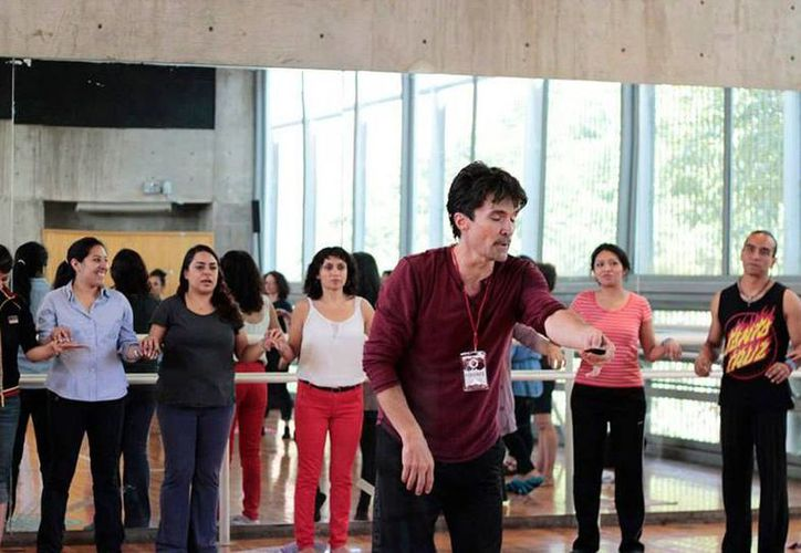 El bailarín Domingo Rubio aseguró que la técnica que desarrolla es esencial la expansión de la columna. (Imagen de Facebook de Domingo Rubio)