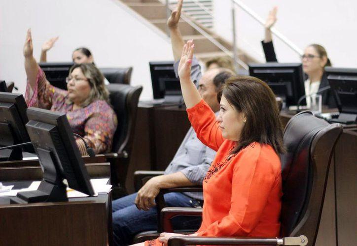 Imagen de los diputados durante la sesión del Congreso del Estado, en donde solicitaron el presupuesto para ejercer en 2017. (Milenio Novedades)