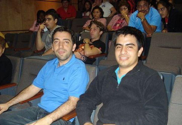 Desde la izquierda los GM José González García y Manuel León Hoyos. (SIPSE)
