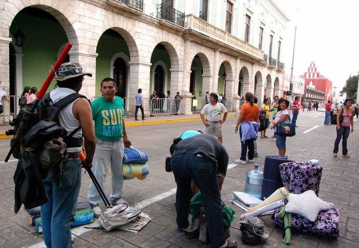 Este domingo los profesores de la CNTE levantaron el campamento que mantuvieron durante más de 30 horas en la Plaza Principal de Mérida. (Wilbert Argüelles/SIPSE)