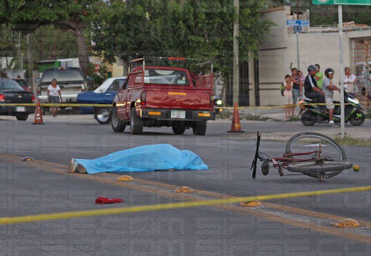 El cadáver del anciano quedó tirado en medio de la carretera, junto a su bicicleta.  (SIPSE)