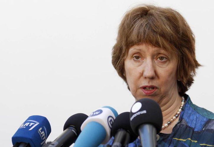 La directora de política exterior de la Unión Europea, Catherine Ashton, ofrece una conferencia de prensa en Vilnius, Lituania. (Agencias)