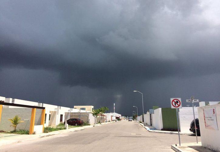 Imagen del cielo nublado sobre el fraccionamiento Las Américas. (Fotografía de Twitter @crafter248 )