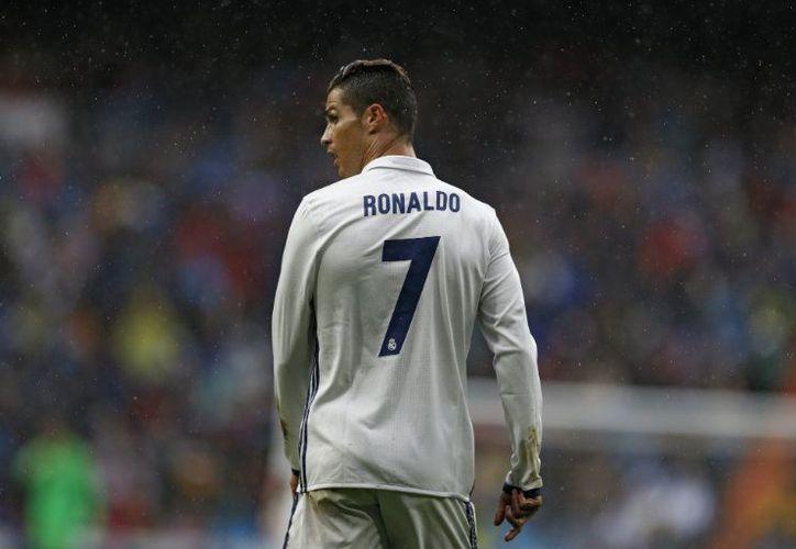 El futbolista luso aseguró que no tiene conocimiento sobre estos temas y que cada vez que sus consejeros le dicen que todo está bien, él les cree. (Contexto/Internet)