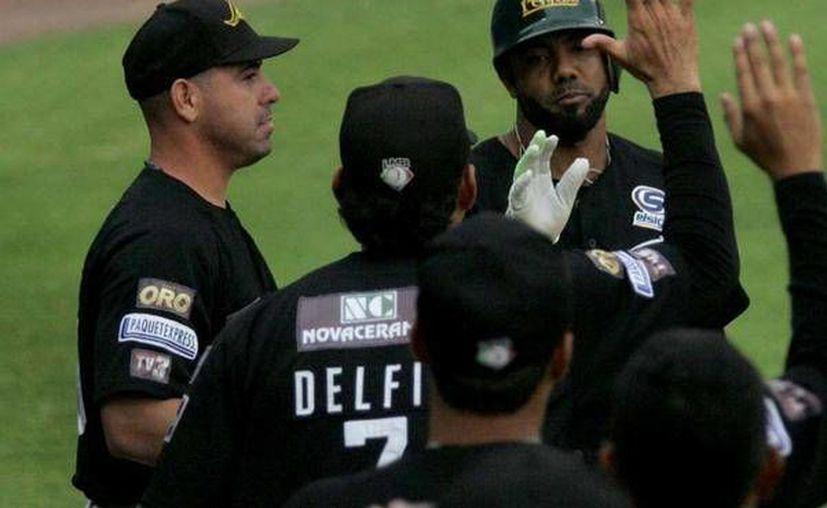 Los pericos han empatado la serie,a dos triunfos por novena. (Foto/poblanerias.com)
