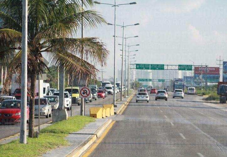 Los retornos ubicados entre el fraccionamiento Cumbres y la avenida Kabah fueron modificados. (Foto: Sergio Orozco)