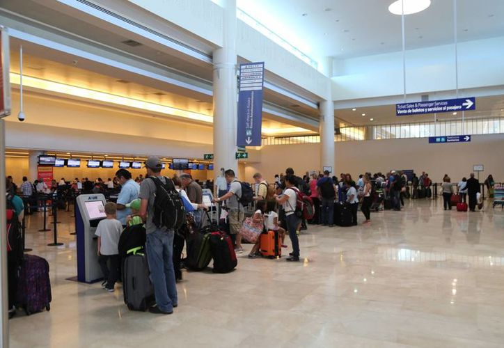 Los precios para viajar a Cancún dependen del día. (Israel Leal/SIPSE)