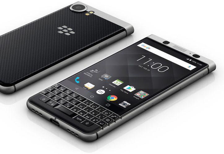 El BlackBerry KEYone tiene una pantalla de 4.5 pulgadas, y cámara de 12 megapíxeles. (Foto: Internet)