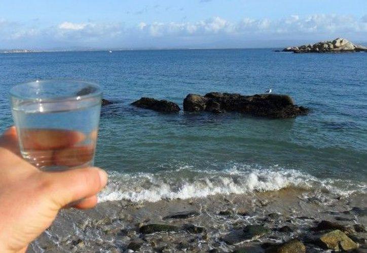 Los poros de tamiz de grafeno pueden filtrar el agua salada. (Foto: Internet)