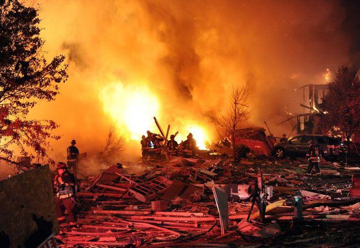 Dos adultos y dos niños fueron sacados de una casa que se incendiaba. (Agencias)