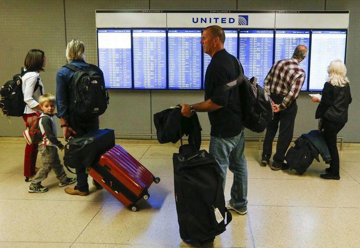 Los problemas en el aeropuerto O'Hare y Midway sembraron dudas de si la Administración Federal de Aviación (FAA) tiene planes adecuados de respaldo para mantener el tráfico aéreo en movimiento en caso de que una sola instalación deba cerrar. (EFE)
