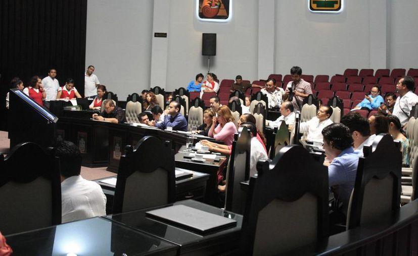 Ayer, durante la sesión de la XIV Legislatura, se aprobaron por unanimidad 48 de las 72 cuentas públicas. (Harold Alcocer/SIPSE)