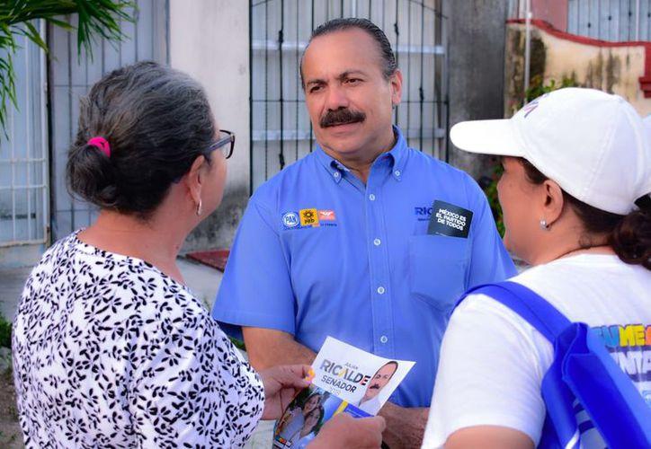 Julián Ricalde llama a votar por todos los candidatos de la alianza Por Quintana Roo al Frente. (Foto: Redacción)
