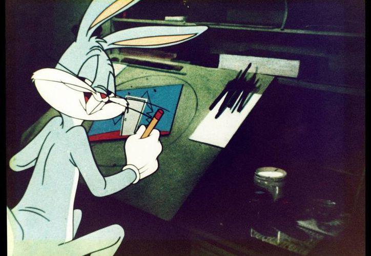"""Chuc Jones logró la """"metaanimación"""" en """"Duck amuck"""", donde Bugs Bunny dibujaba al Pato Lucas y jugaba a ir modificándolo como buen dibujante. (EFE)"""