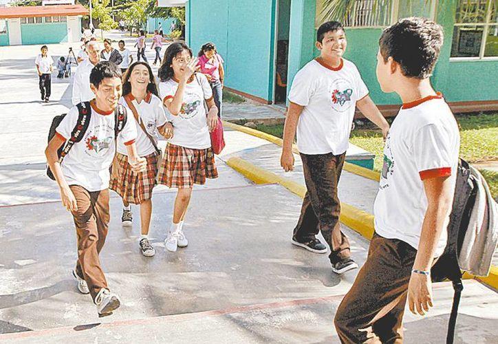 Según la Secretaría, al año 151 mil menores no concluyen la primaria. (Milenio)