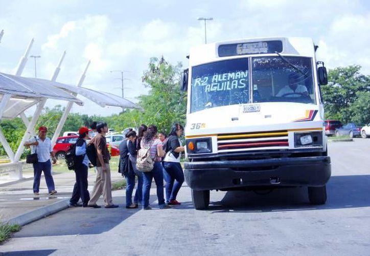 Actualmente el tramo Mérida-Tizimín/ Campus Ciencas Sociales de la UADY tiene un aforo de más de cinco mil vehículos y dos rutas de camiones que transporta a los estudiantes y personal educativo. (Archivo/ SIPSE)