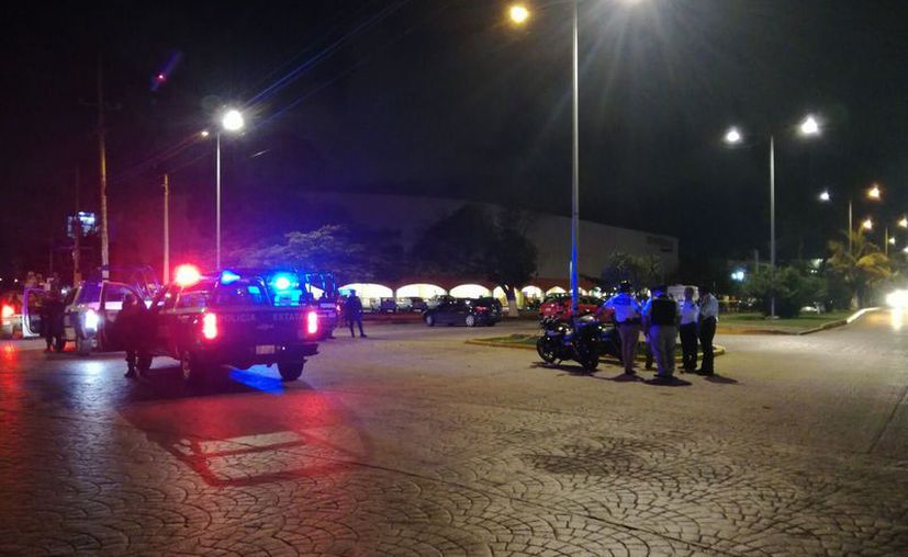Los que caminaban o transitaban en la zona del enfrentamiento estuvieron en riesgo de ser lesionados con arma de fuego. (Eric Galindo/SIPSE)
