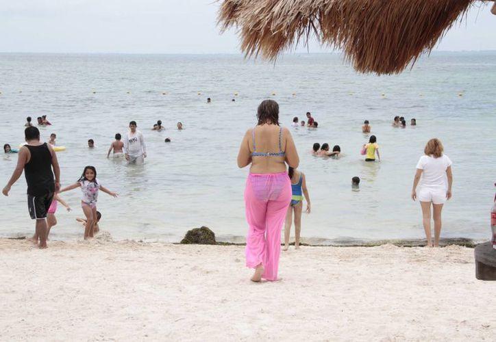 La Zofemat evitará la presencia del ambulantaje en las playas. (Tomás Álvarez/SIPSE)