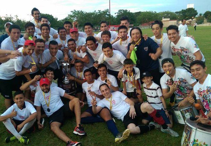 Los nuevos campeones Potros Dunosusa consiguieron el título en su tercera final disputada. (Milenio Novedades)