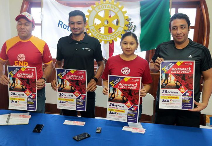 El evento es apoyado también por Alan Michel Carrillo Ávila, triatleta cozumeleño. (Gustavo Villegas/ SIPSE)