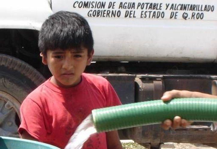 Se recomienda almacenar agua en depósitos y hacer uso racional del vital líquido,  además de poner a disposición el número del Centro de Atención Telefónica 073. (Redacción/SIPSE)