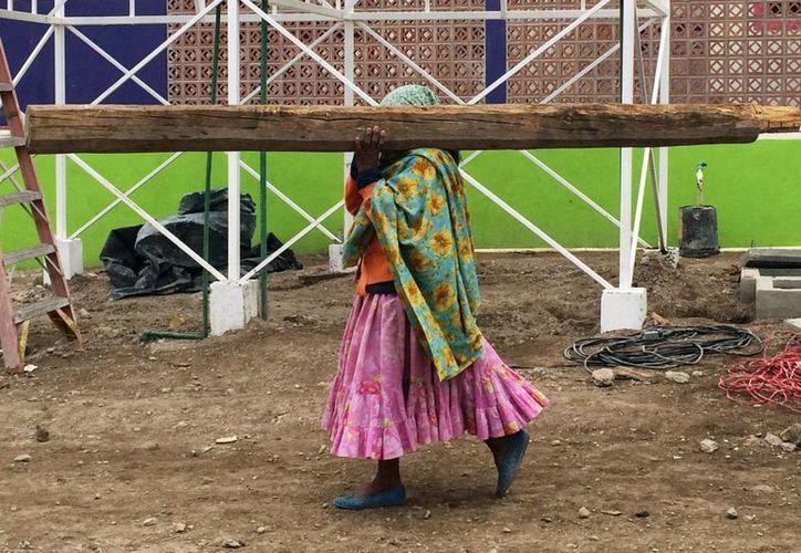 En 2012, del total de la población indígena en México, 3.3 millones no satisfacían sus necesidades alimenticias básicas. (Archivo/Notimex)