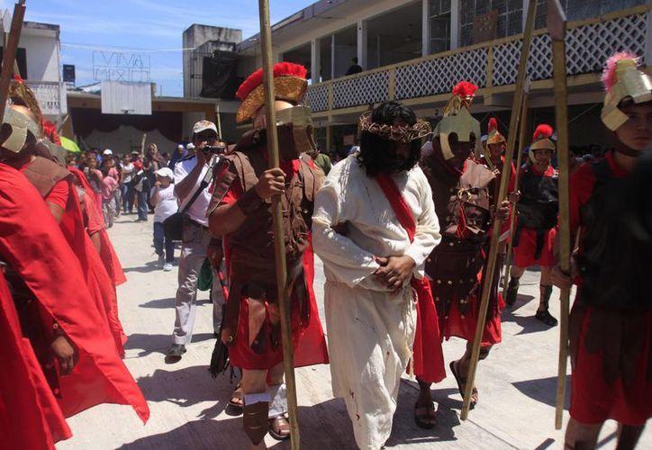 En el Viacrucis participarán 35 personas, en su mayoría integrantes de un grupo parroquial. (Ángel Castilla/SIPSE)