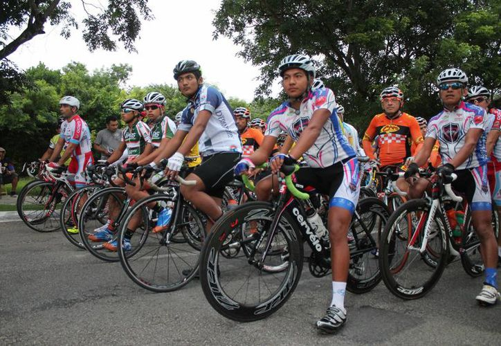 El equipo Depredadores de Chetumal se convirtió en el protagonista de esta carrera al lograr el 1, 2 y 3 lugar, en la categoría Élite. (Miguel Maldonado/SIPSE)