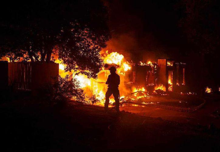 Los nueve incendios fueron ocasionados el miércoles en las áreas de Idyllwild, Anza y Sage. (AP)
