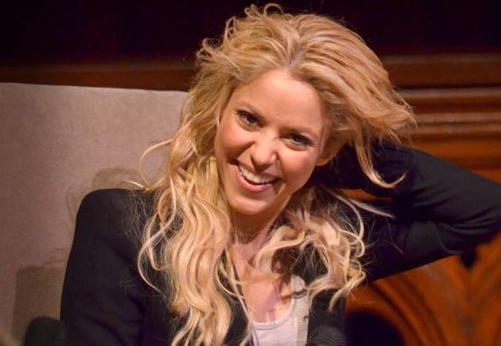 Shakira logró con Whenever Wherever el puesto seis en Billboard Hot 100, siendo su mejor posición hasta 2006, cuando el tema Hips Don't Lie logrará la primera posición. La colombiana fue de las primeras en arrancar la fiebre de los latinos en Estados Unidos. (Archivo de AP)