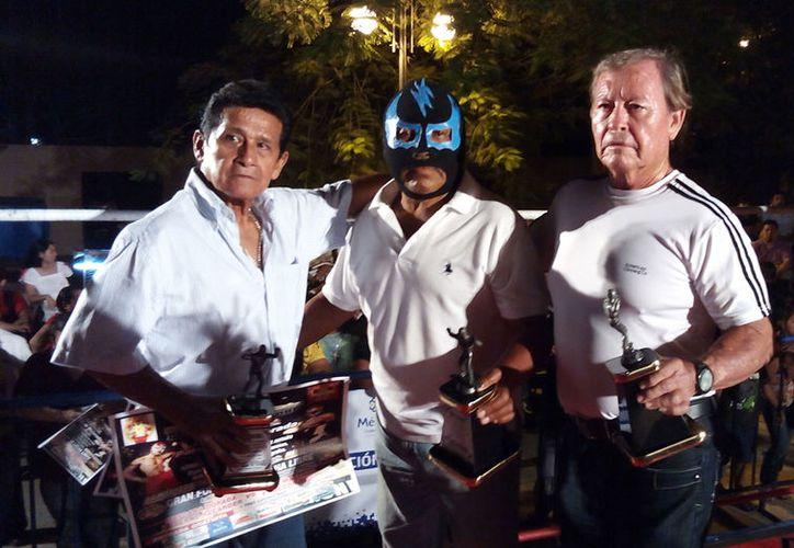 El legendario luchador Rayo Celeste desapareció hace ya varios días, cerca del periférico de Mérida. Su familia pide ayuda para localizarlo. (SIPSE/Archivo)