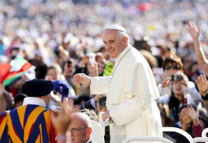 Bergoglio invitó a dejar  'escribir al Señor el camino de nuestra vida'. (Archivo/EFE)